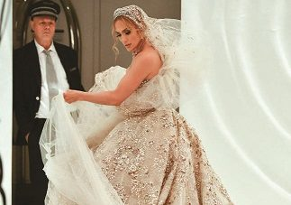 Jennifer Lopez Previews Vestido de Noiva para o Filme 'Marry Me'