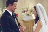 Matthew Perry e Courtney Cox, Chandler e Monica de Friends, estão namorando, segundo revista